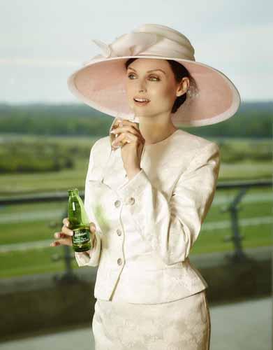 appletiser_sophie_ellis_bextor_pink_and_white_hats